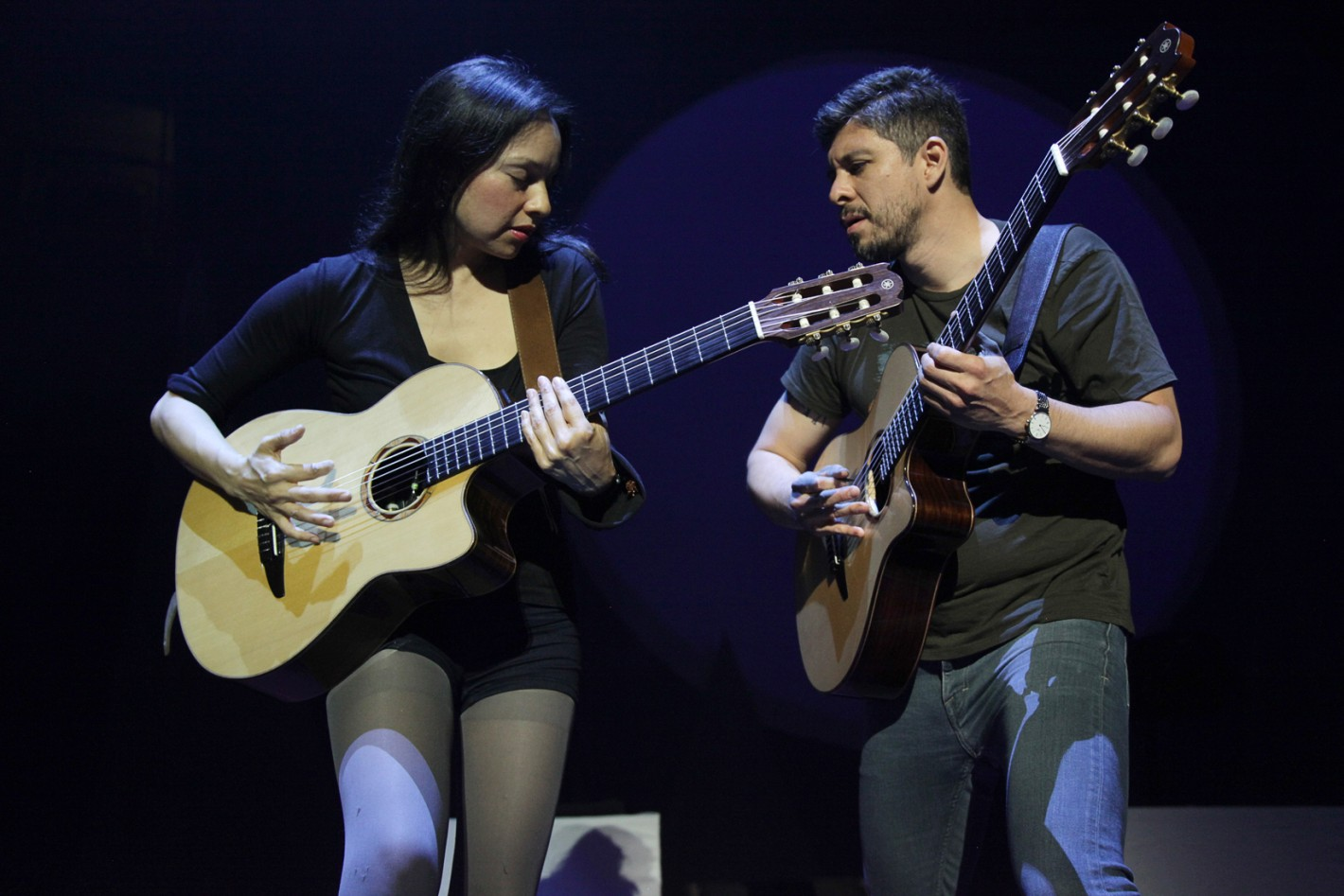 the long road how rodrigo y gabriela worked their way up from the ground level submerge. Black Bedroom Furniture Sets. Home Design Ideas