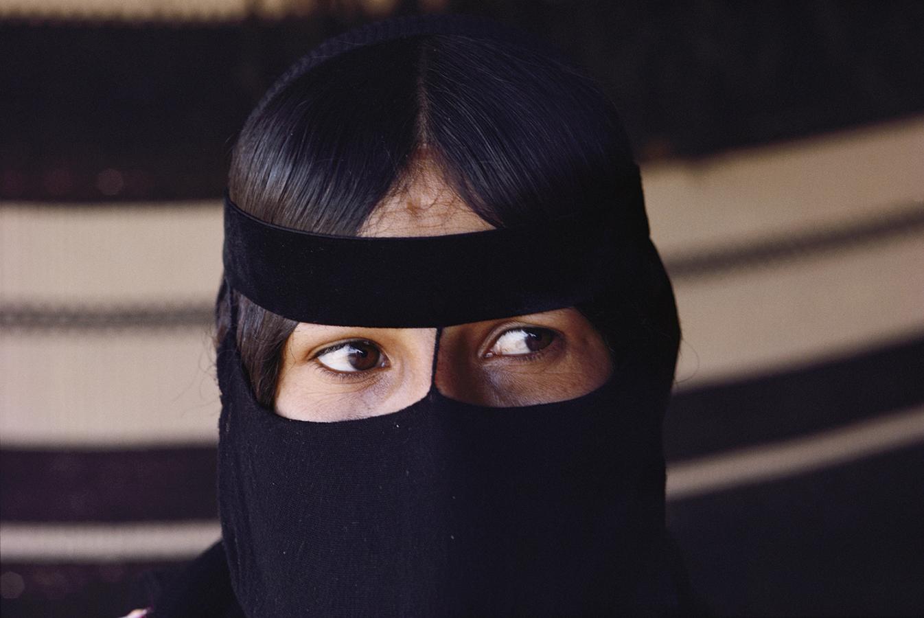Saudi Woman | Photo by Jodi Cobb